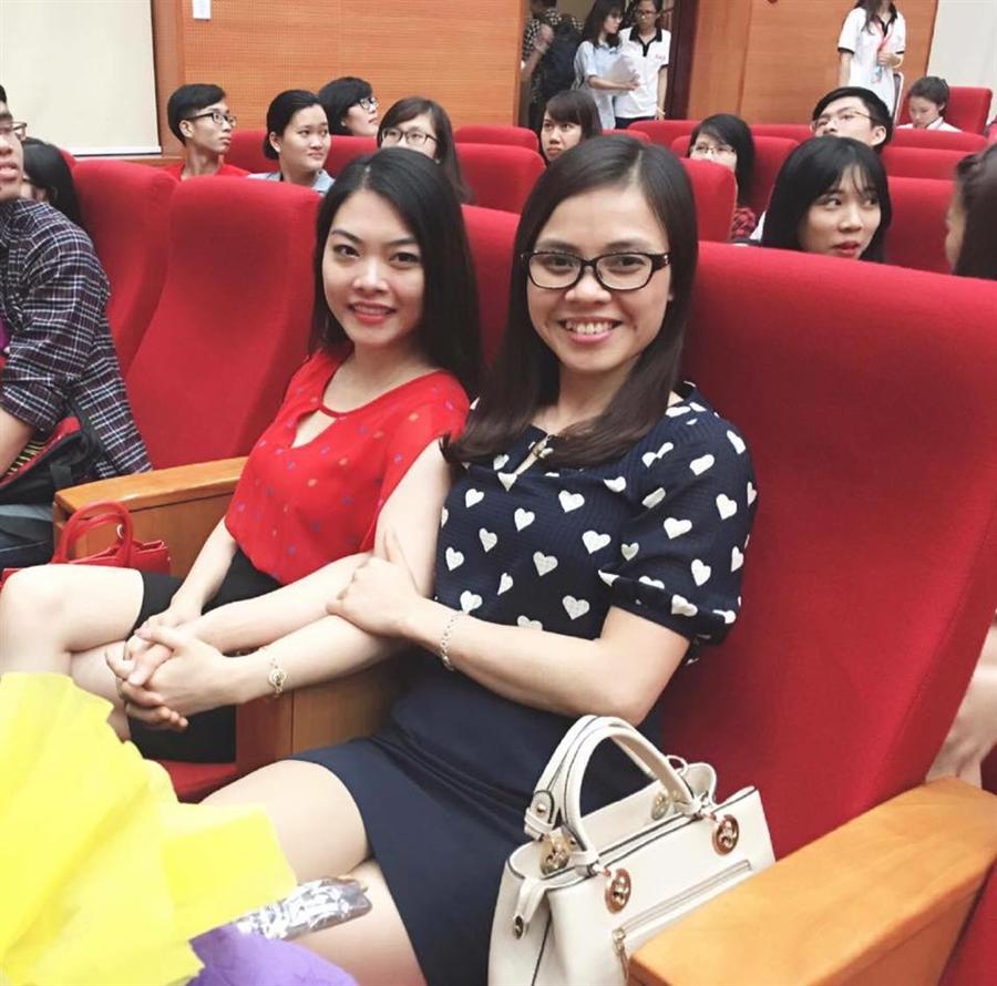 Chụp cùng cô Lê Minh Ngọc- giảng viên khoa Tài Chính kiêm Chủ Tịch Hội Sinh Viên Học Viện Ngân Hàng.